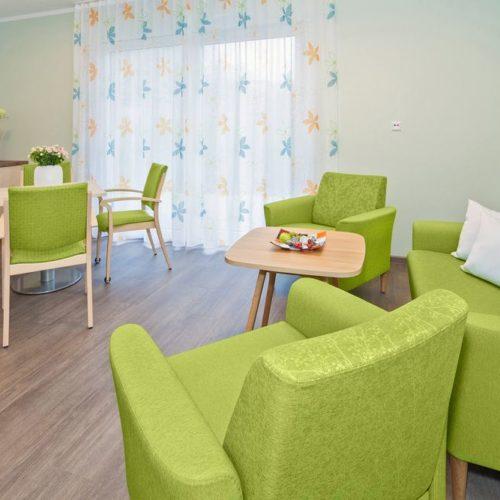 Pflegeheim Couchgruppe und Tischgruppe Grün