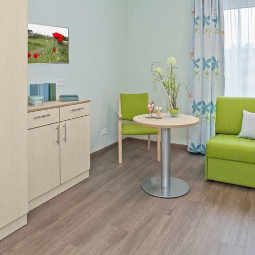 Pflegeheim Zimmer Couch