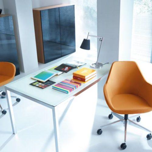 Dienstzimmer Stühle Orange
