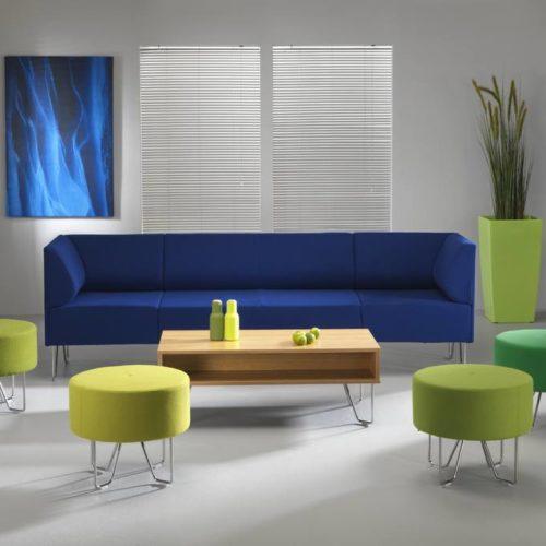 Couch Blau und Hocker Grün