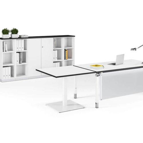 Praxismöbel Tisch und Schrank