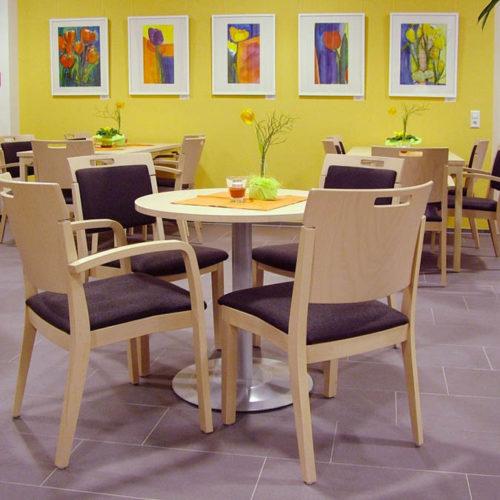 Stühle und Tische Cafeteria