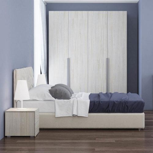 Hotelzimmer Bett und Kleiderschrank