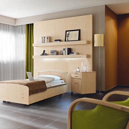 Krankenzimmer Bett und Sessel